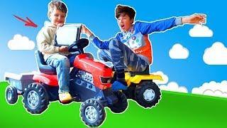 Синий трактор и красный трактор для детей. Кто мешает малышу смотреть мультфильмы? Видео для детей.