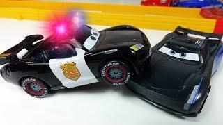 Полицейская Машинка Маквин - Мультфильмы про МАШИНКИ. Гоночные машинки Мультики для детей
