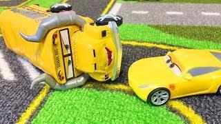 Мультики про Машинки Тачки Молния Маквин и Друзья Мультфильмы с Игрушками Видео для Детей