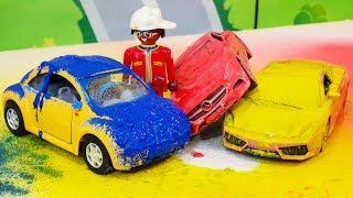 Мультик про машинки для детей. Петрович рисует цветную картину - Машинки в краске. Лего мультфильмы