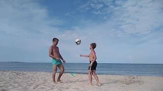 Отдых и Спорт в Крыму! Денис показывает фитоняшный футбол!